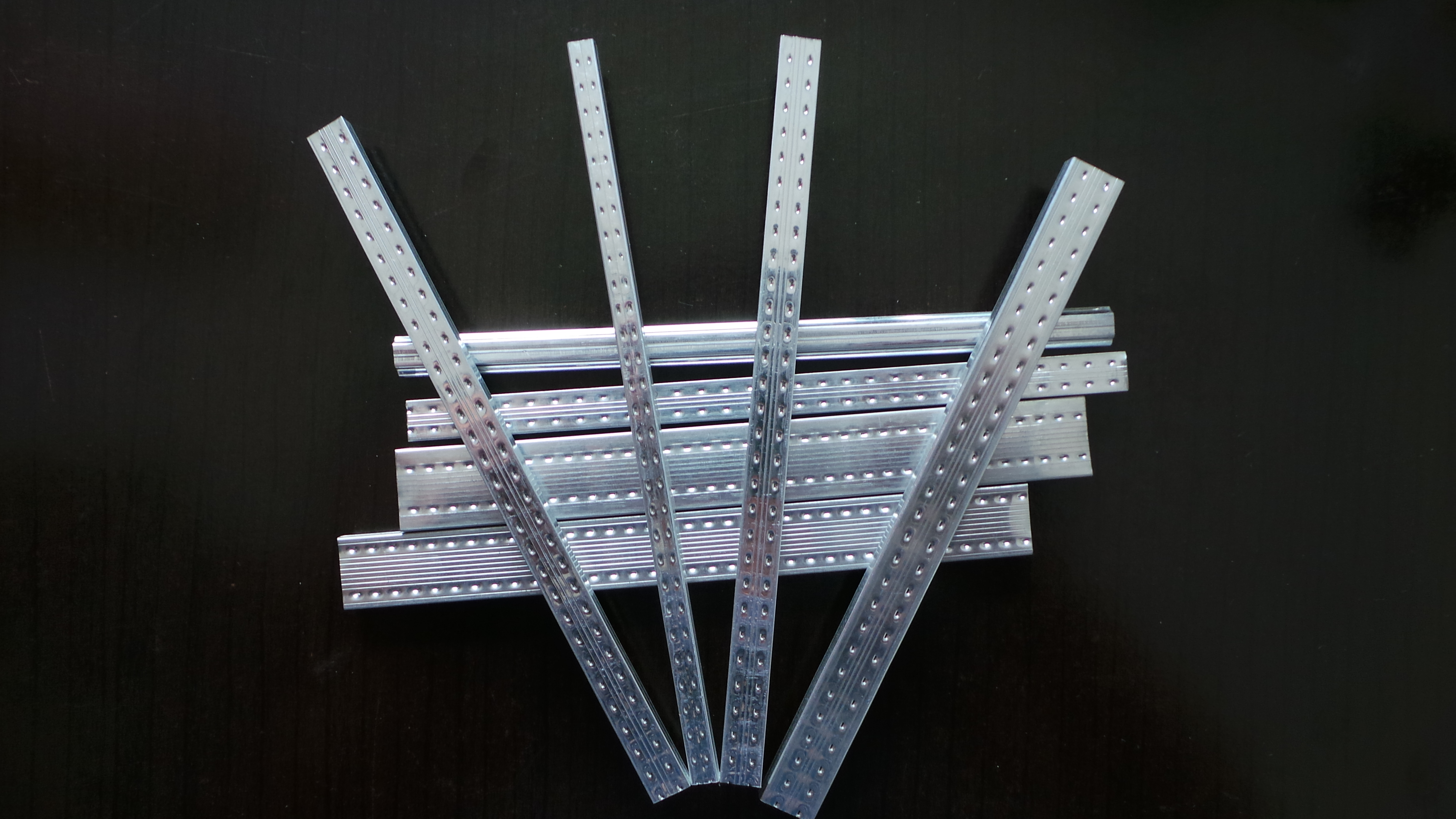 Bendable aluminum spacer bar | U